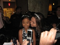 charice-5-09-09-with-little-girl
