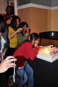 charice-5-10-09-blowing-out-candles-cake