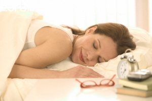 woman-sleeping-glasses-on-bed