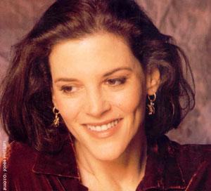 marianne-williamson-smiling