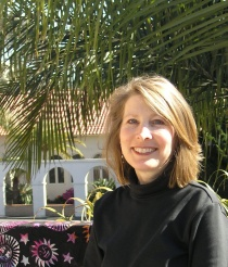 laurie-baum-in-front-of-encinitas-ashram