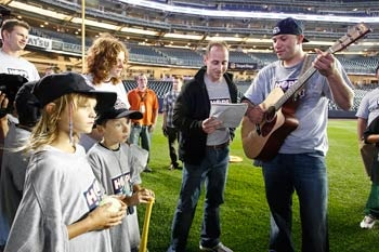 brian-cashman-sings-rick-reilly-camp-sundown