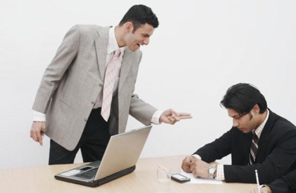 boss-yelling-at-employee