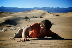 man-crawling-in-desert-dying-of-thirst.png?w=300&h=199