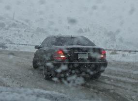 car-driving-snow
