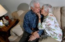 elderly-couple-kissing