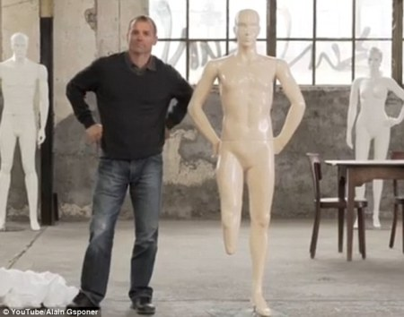 mannequins-disabled-man-with-missing-leg
