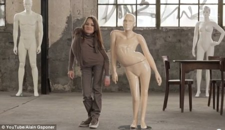 mannequins-disabled-sideways-woman