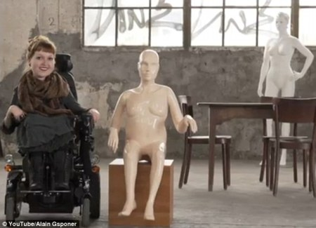 mannequins-disabled-woman-in-wheelchair