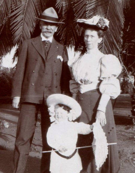 Frederick Kent with wife Augusta and granddaughter Helen Hubbart Bolsta
